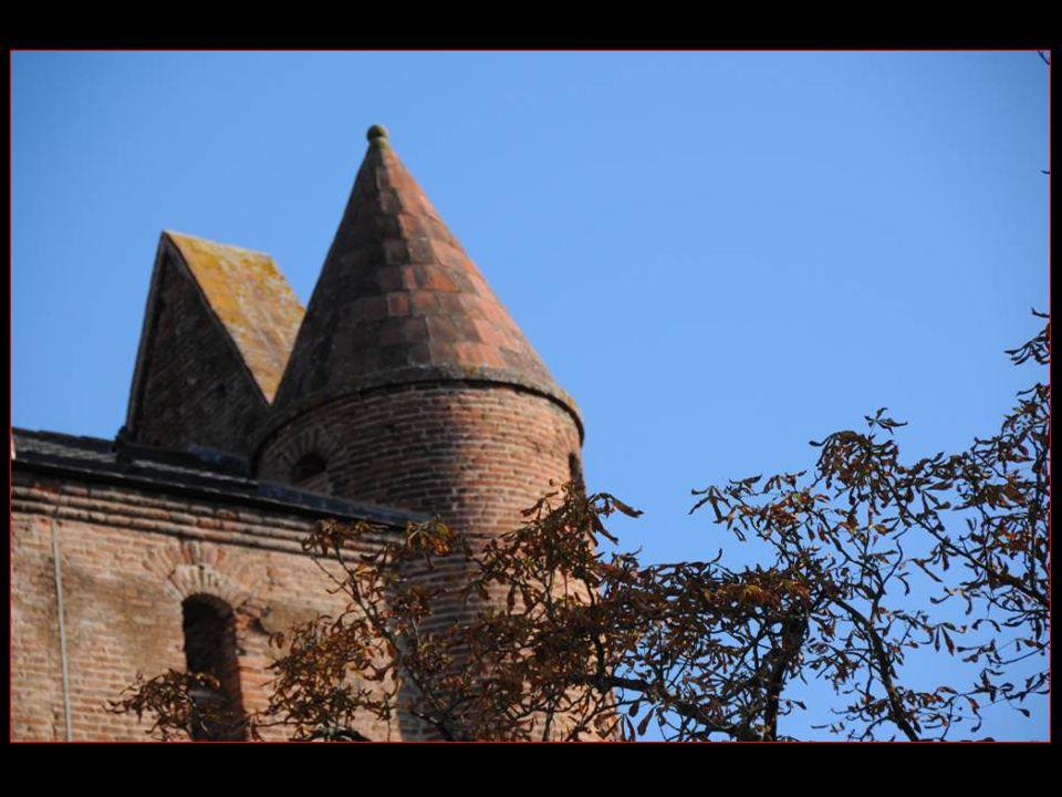Henri de Toulouse-Lautrec, suite à la consangninité de ses parents, développa une maladie qui affectait le dévellopement des os, la pycnodysotose