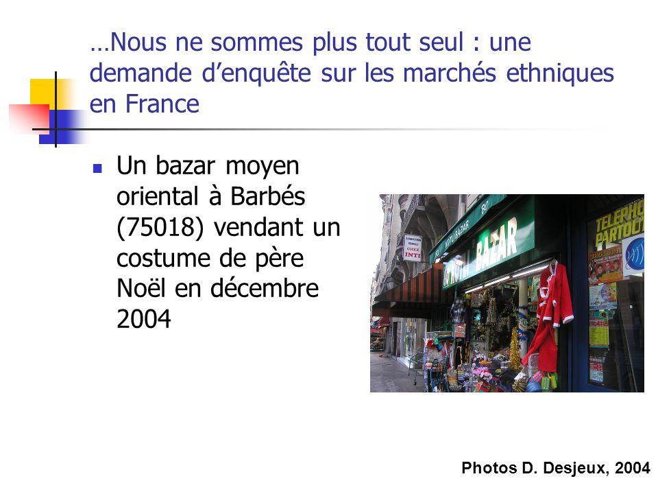 …Nous ne sommes plus tout seul : une demande denquête sur les marchés ethniques en France Un bazar moyen oriental à Barbés (75018) vendant un costume de père Noël en décembre 2004 Photos D.