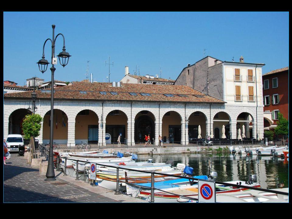 A partir du 1 er siècle avant JC, la région de Garda, y compris ce qui est maintenant Desenzano del Garda est devenue une station très prisée des familles riches de Vérone
