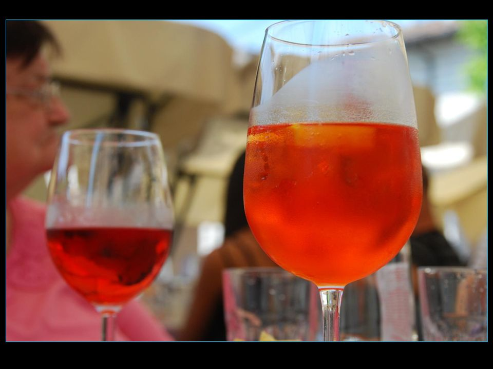 Dégustons lapéritif italien composé dapérol et vin blanc