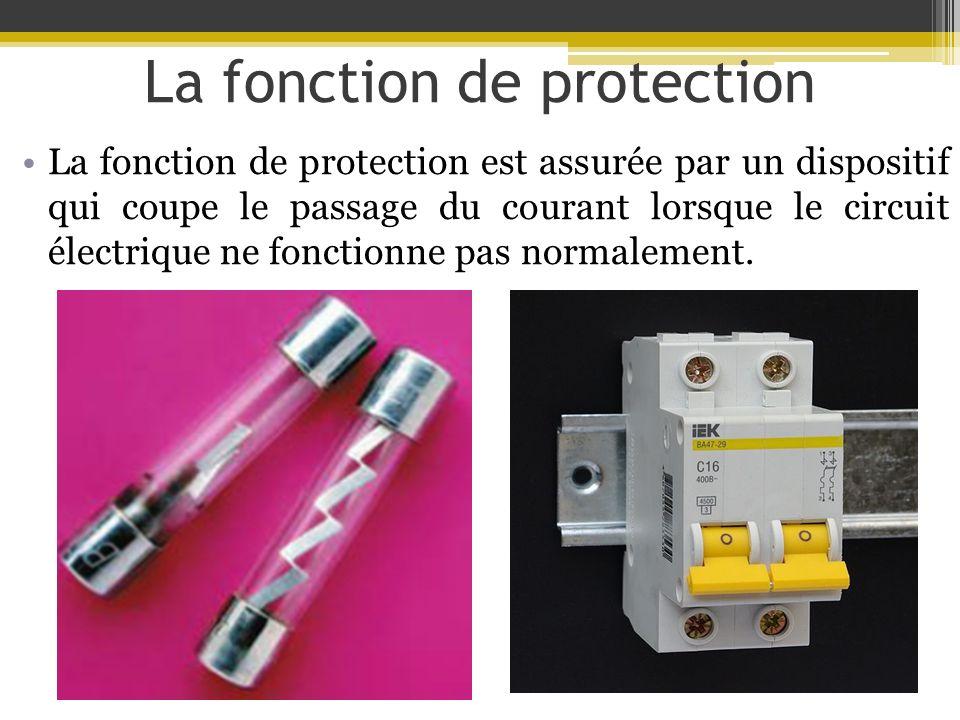La fonction de protection La fonction de protection est assurée par un dispositif qui coupe le passage du courant lorsque le circuit électrique ne fon