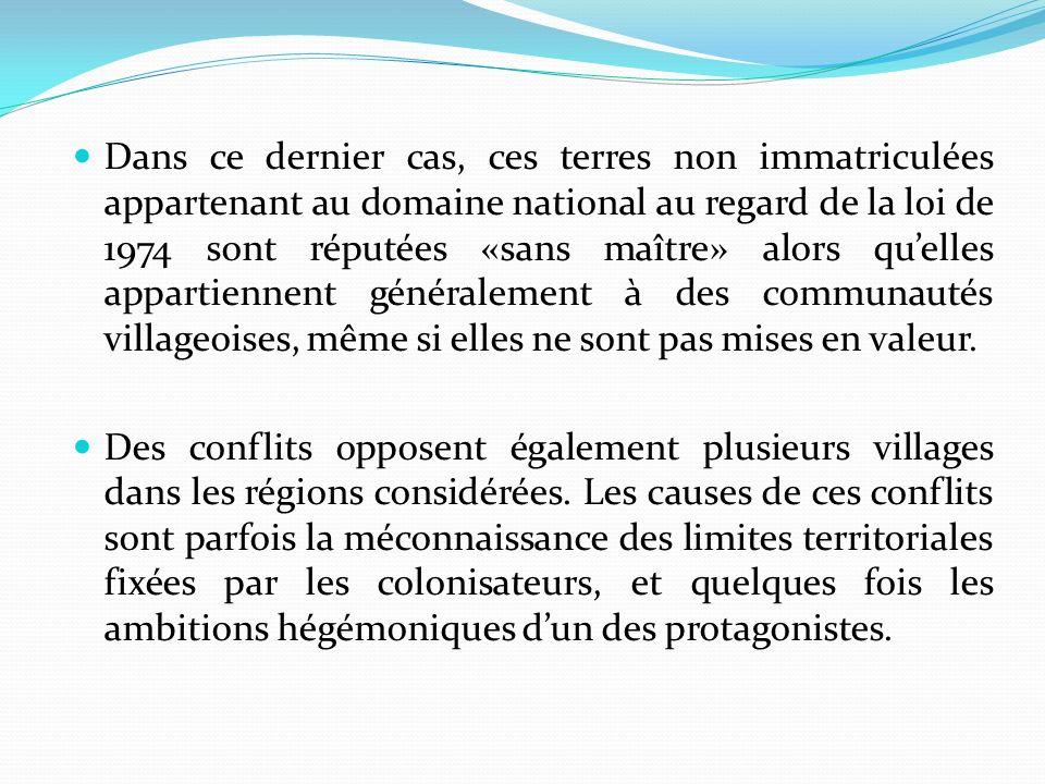 Dans ce dernier cas, ces terres non immatriculées appartenant au domaine national au regard de la loi de 1974 sont réputées «sans maître» alors quelles appartiennent généralement à des communautés villageoises, même si elles ne sont pas mises en valeur.