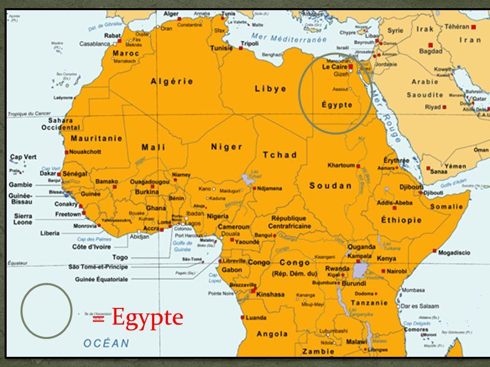 Pour glorifier le pharaon, des immenses tombeaux sont construits, comme les pyramides.