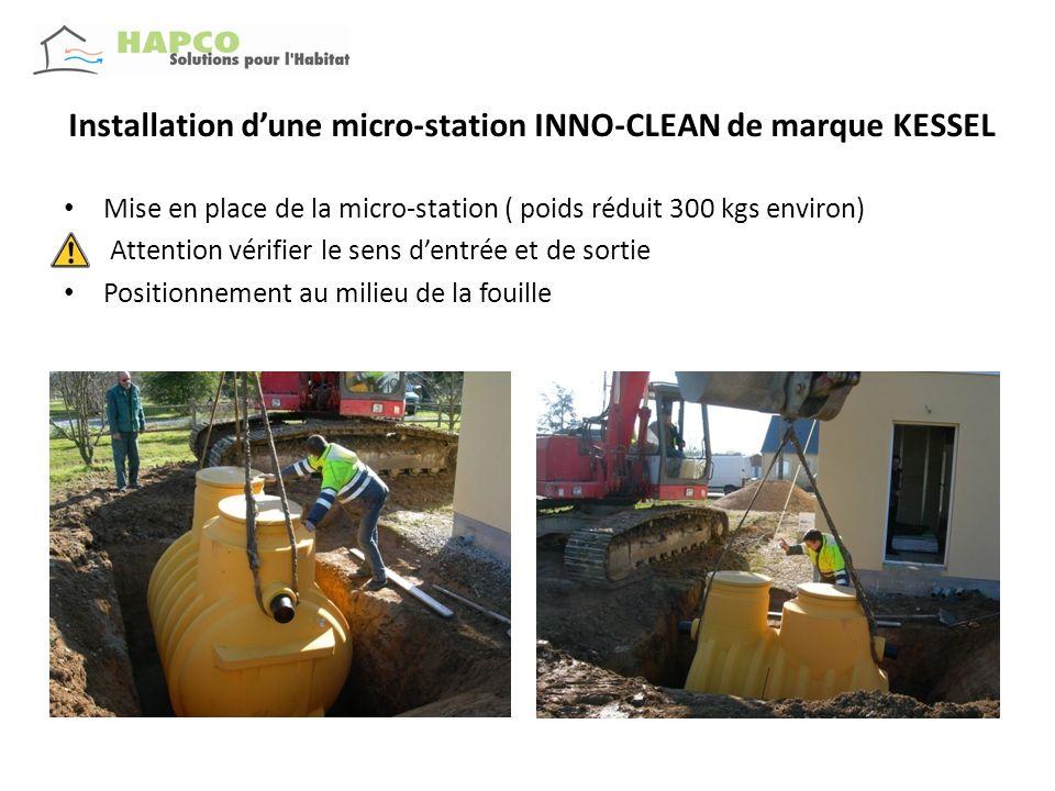Installation dune micro-station INNO-CLEAN de marque KESSEL Remblaiement en graviers roulés pendant le remplissage en eau des 2 compartiments Mise en place dun puits de décompression ( tuyau bleu )