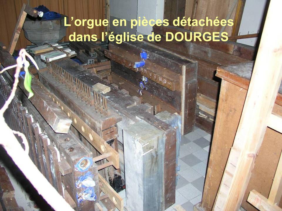 Lorgue en pièces détachées dans léglise de DOURGES