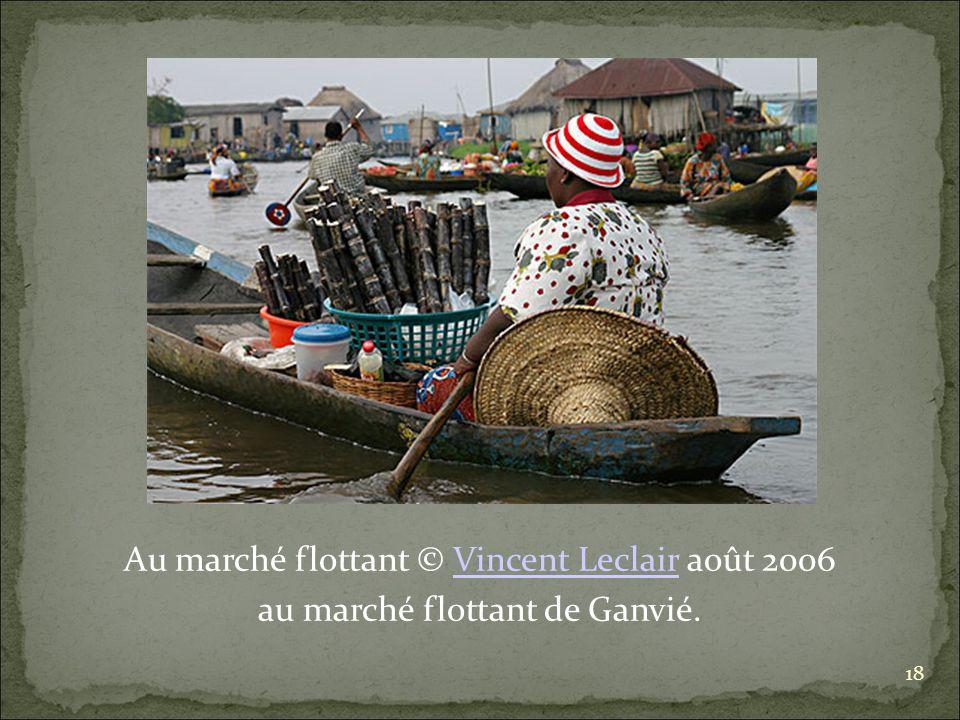 Au marché flottant © Vincent Leclair août 2006Vincent Leclair au marché flottant de Ganvié. 18