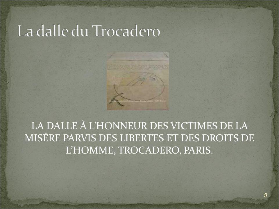 LA DALLE À LHONNEUR DES VICTIMES DE LA MISÈRE PARVIS DES LIBERTES ET DES DROITS DE LHOMME, TROCADERO, PARIS.