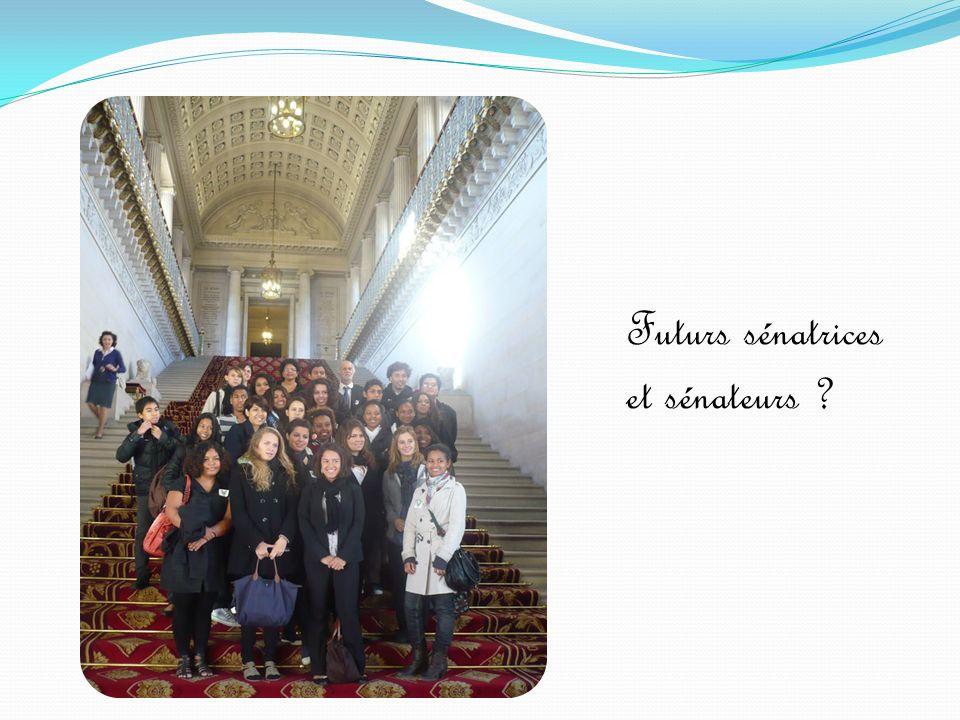 Nous poursuivons la visite du Sénat au jardin du Luxembourg avec les accompagnateurs et lInspectrice.