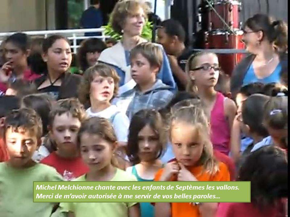 Michel Melchionne chante avec les enfants de Septèmes les vallons.
