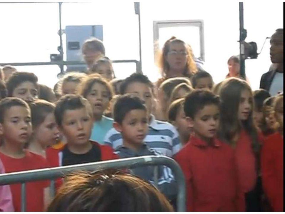 Michel Melchionne chante avec les enfants de Septèmes les vallons. Merci de mavoir autorisée à me servir de vos belles paroles…
