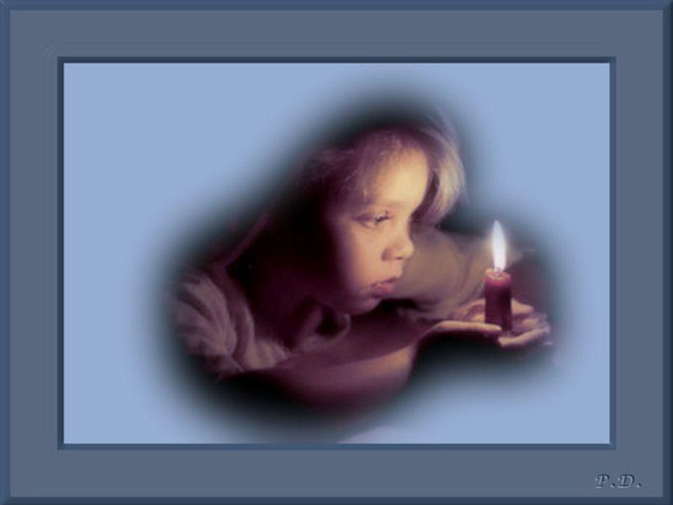 Toi la petite fille aux yeux clairs.. Qui avait toujours le sourire malgré tout. Mais au fond avait des chagrins. Tu cachais déjà beaucoup. Tu ne voul
