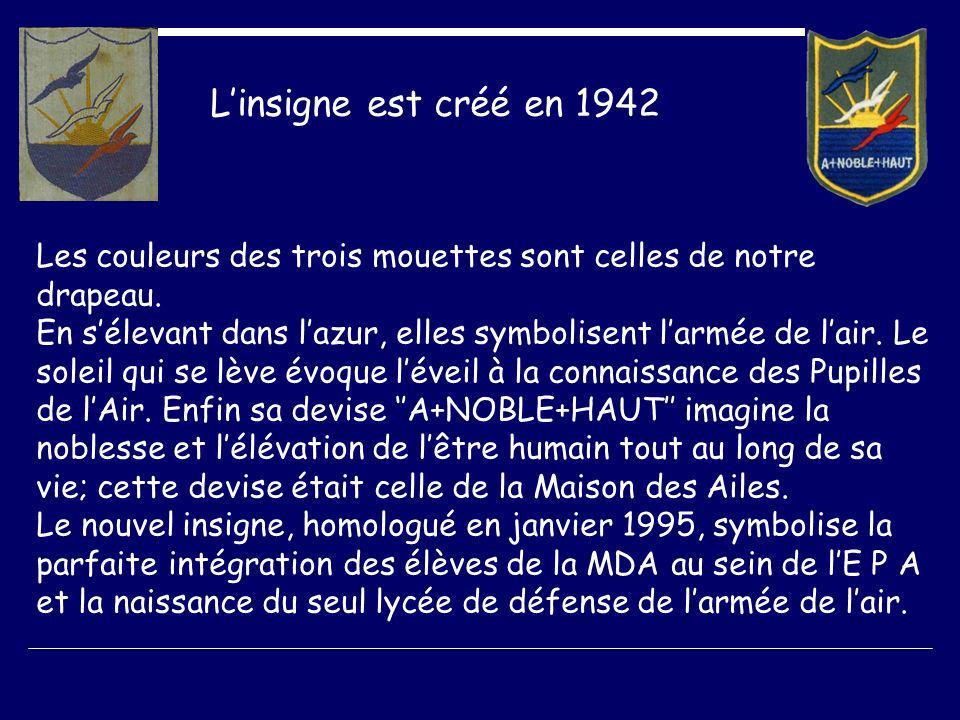 Linsigne est créé en 1942 Les couleurs des trois mouettes sont celles de notre drapeau.