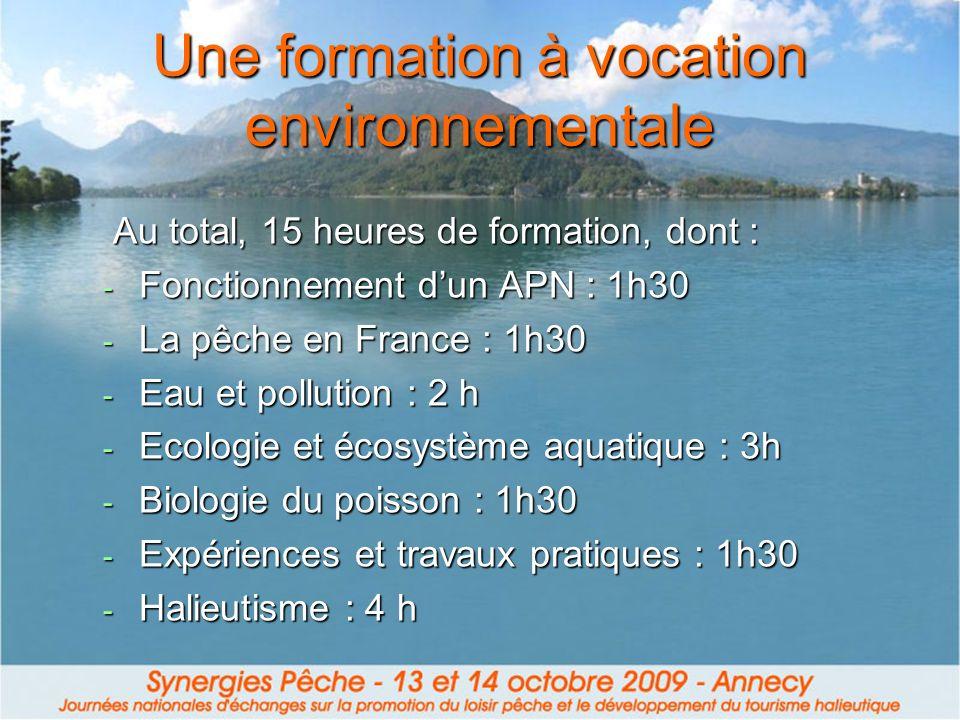 Une formation à vocation environnementale Au total, 15 heures de formation, dont : Au total, 15 heures de formation, dont : - Fonctionnement dun APN : 1h30 - La pêche en France : 1h30 - Eau et pollution : 2 h - Ecologie et écosystème aquatique : 3h - Biologie du poisson : 1h30 - Expériences et travaux pratiques : 1h30 - Halieutisme : 4 h