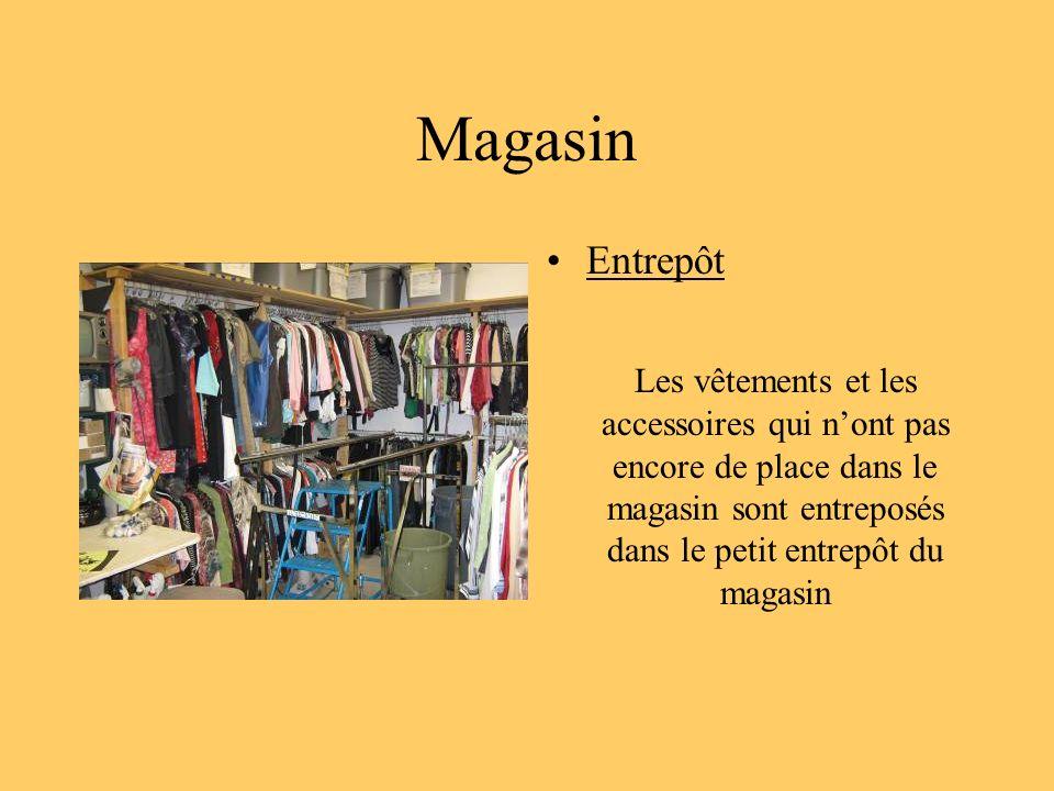 Magasin Entrepôt Les vêtements et les accessoires qui nont pas encore de place dans le magasin sont entreposés dans le petit entrepôt du magasin