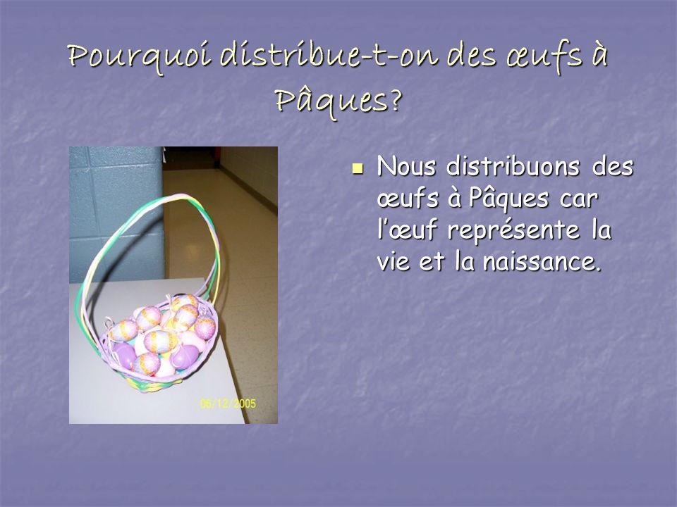 Pourquoi distribue-t-on des œufs à Pâques? Nous distribuons des œufs à Pâques car lœuf représente la vie et la naissance. Nous distribuons des œufs à