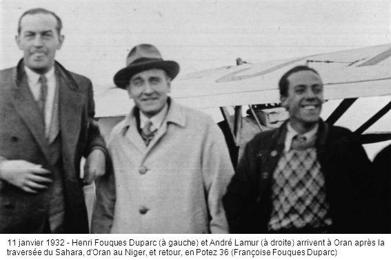 11 janvier 1932 - Henri Fouques Duparc (à gauche) et André Lamur (à droite) arrivent à Oran après la traversée du Sahara, d'Oran au Niger, et retour,