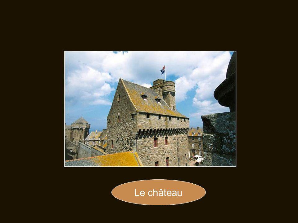 En 1590, les habitants ne souhaitent prendre parti ni pour la Ligue des catholiques, ni pour Henri IV, roi protestant de France.