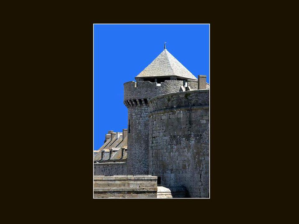 Mais la vieille cité corsaire fut détruite à plus de 80% durant la deuxième guerre mondiale.