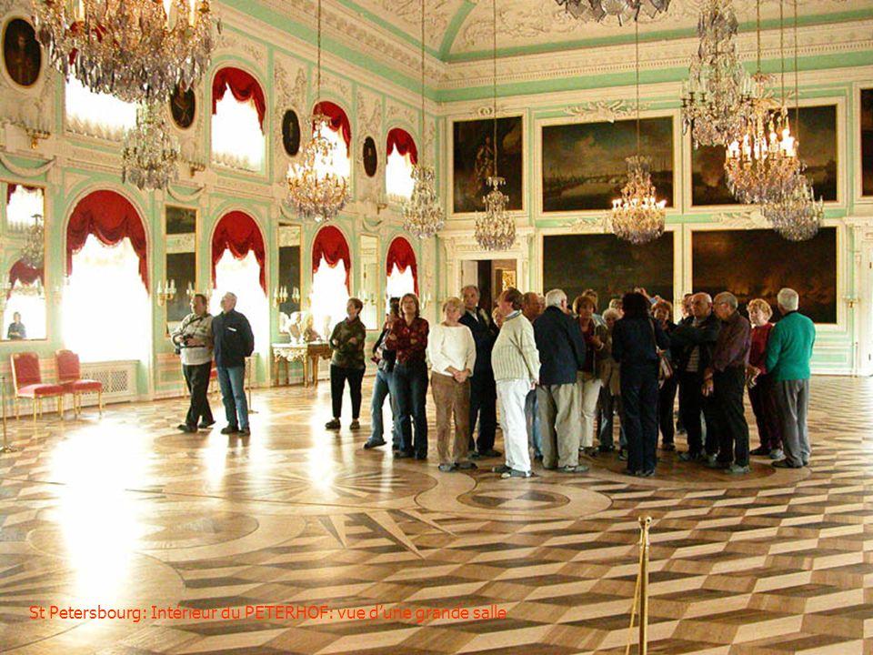 St Petersbourg: Hall dentrée et escalier dhonneur à lintérieur du PETERHOF