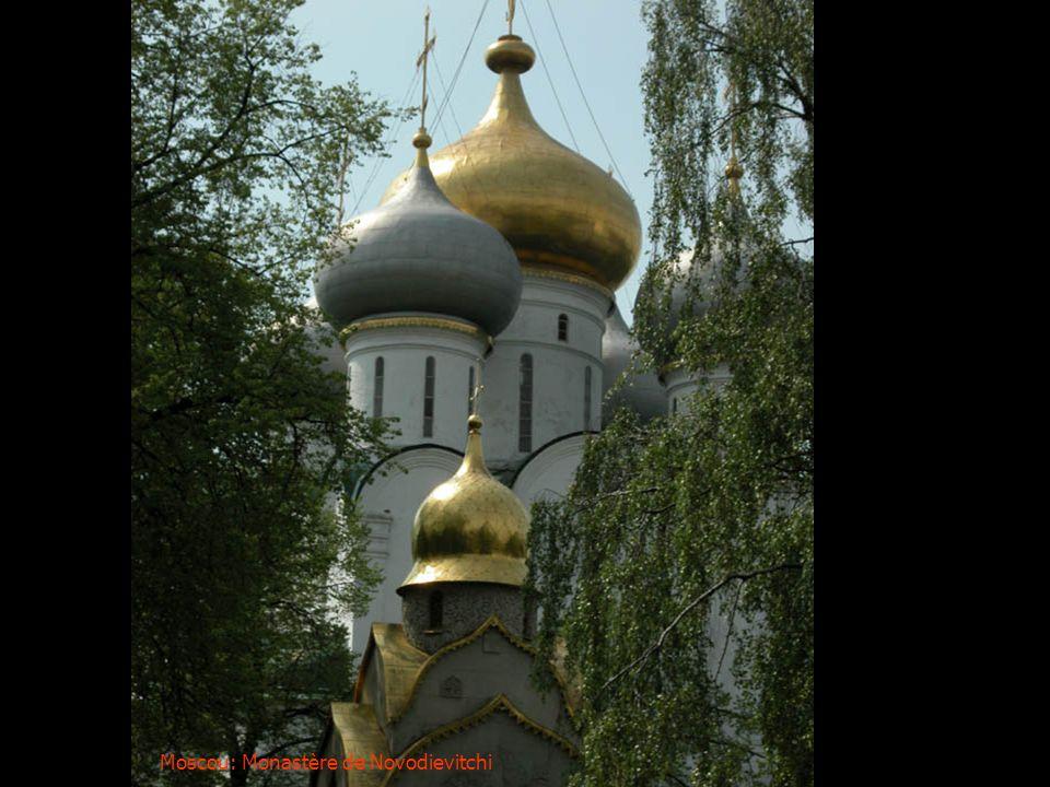 Moscou: Coupoles du pavillon des princesses au sein du Kremlin