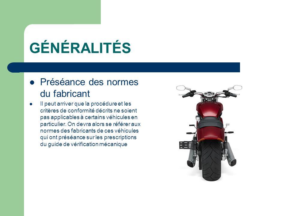 Vérification du freinage : Demander au conducteur denfourcher la motocyclette, dappliquer le frein avant et de maintenir la motocyclette en équilibre et dessayer de la déplacer en la tirant et en la poussant.