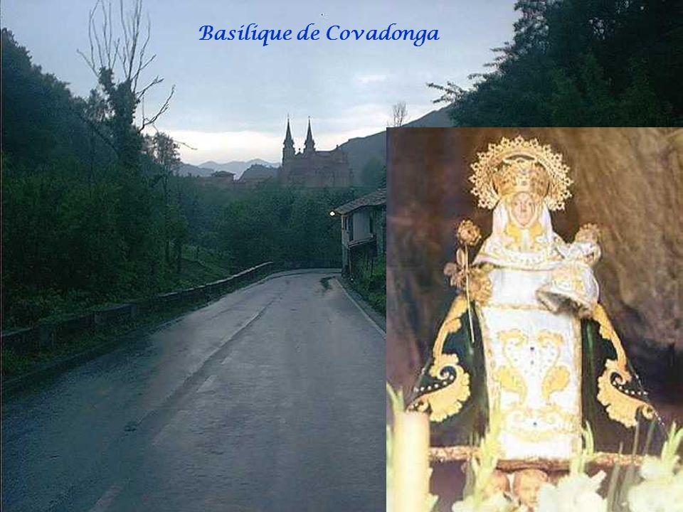 Covadonga A proximité de Cangas de Onis, Covadonga est un lieu cher au coeur des asturiens. Cest en effet ici, lors de linvasion des Maures, que se ré