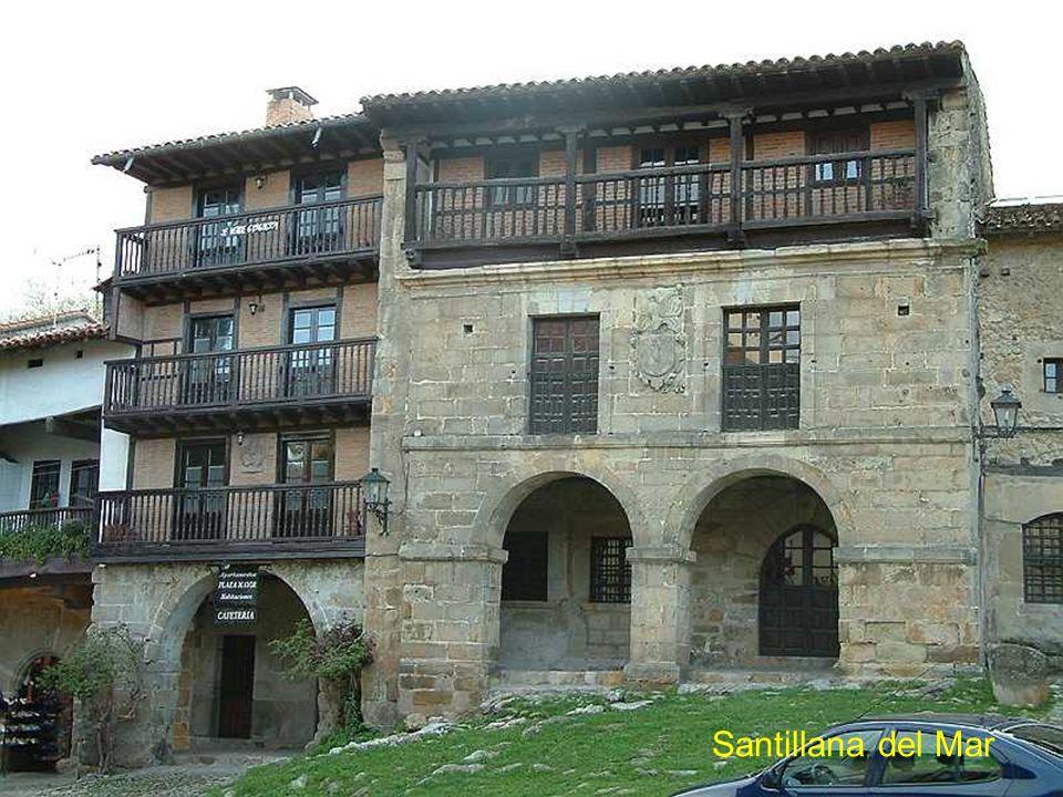Retour par la côte Cantabrique L'histoire de Santillana remonte au 9è siècle lorsque des moines jetèrent leur dévolu sur ce coin verdoyant pour s'inst
