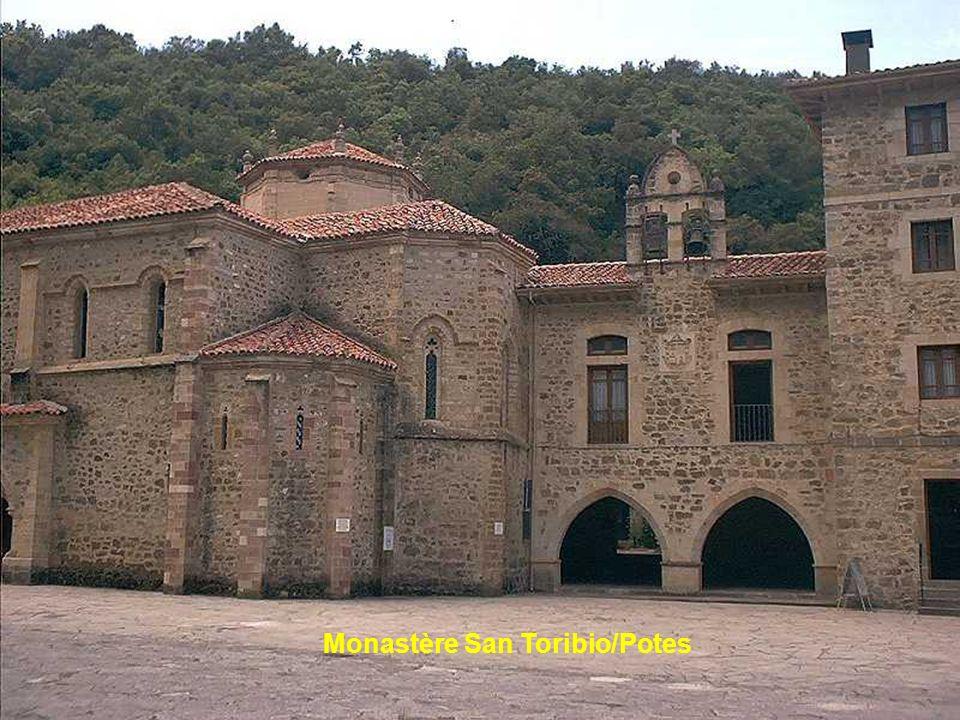 Panes, petit village situé à mi-chemin entre los Picos du Nord et du Sud.
