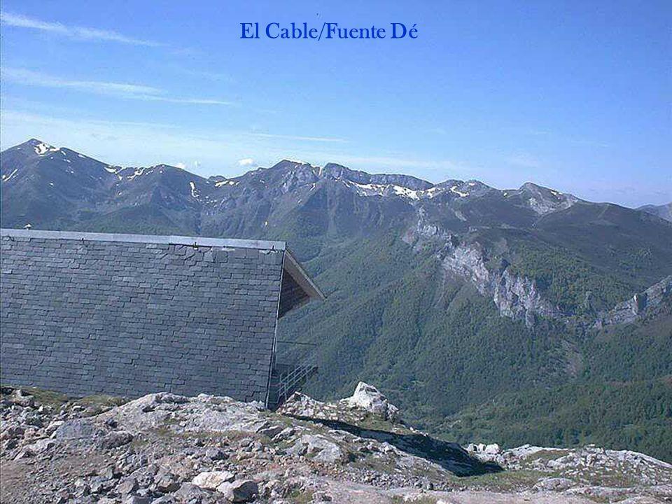 Fuente Dé est un superbe cirque qui présente un grand atout : la présence dun téléphérique permettant de monter en quelques minutes 900 mètres plus haut, vers le Mirador del Cable.