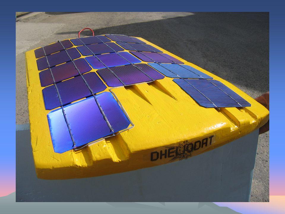 Définition: La voiture solaire est un véhicule servant à transporter les personnes, les marchandises sans utiliser de carburant.
