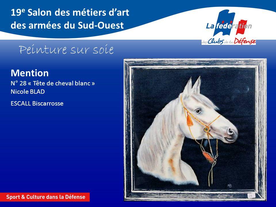 19 e Salon des métiers dart des armées du Sud-Ouest Peinture sur soie Mention N° 28 « Tête de cheval blanc » Nicole BLAD ESCALL Biscarrosse