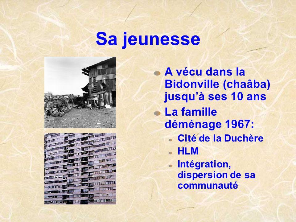 Sa jeunesse A vécu dans la Bidonville (chaâba) jusquà ses 10 ans La famille déménage 1967: Cité de la Duchère HLM Intégration, dispersion de sa commun