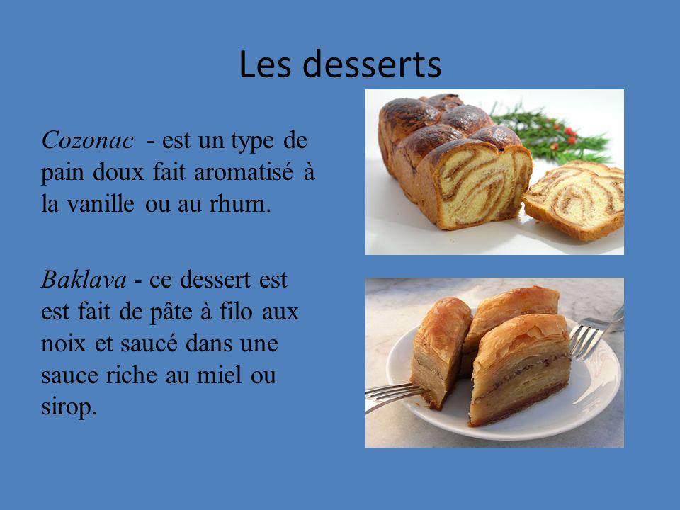Les desserts Cozonac - est un type de pain doux fait aromatisé à la vanille ou au rhum. Baklava - ce dessert est est fait de pâte à filo aux noix et s