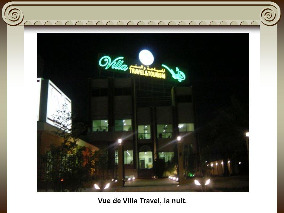 Vue de Villa Travel, la nuit.