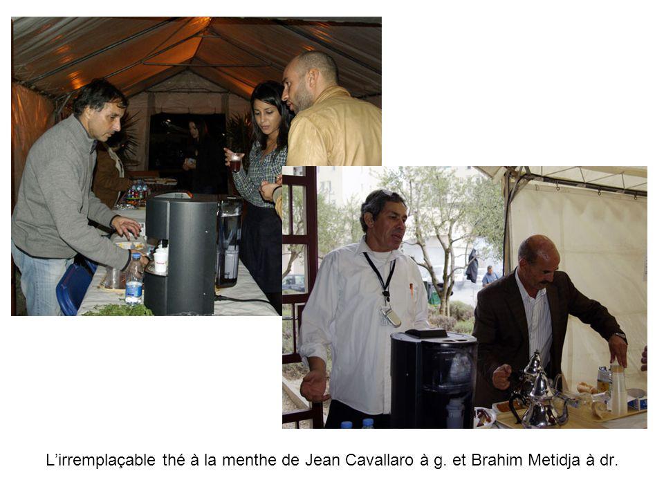 Lirremplaçable thé à la menthe de Jean Cavallaro à g. et Brahim Metidja à dr.