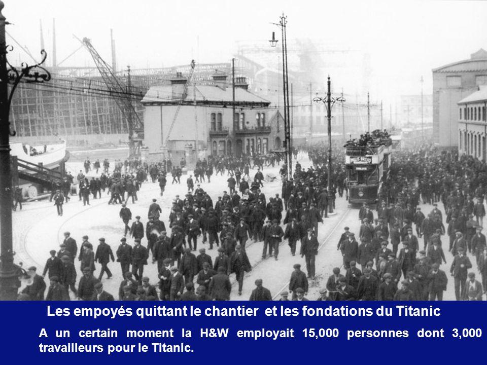 Nous voyons ici lOlympic déjà avancé et lébauche du Titanic.
