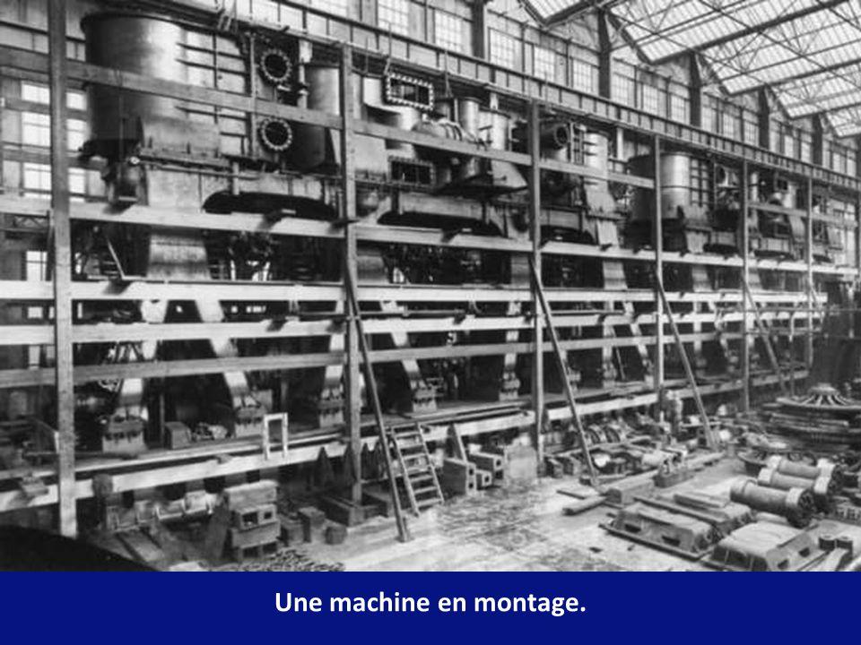 La propulsion était assurée par un acheminement de vapeur des machines alrenatives vers la turbine à basse pression vers lhélice centrale.Ce système o