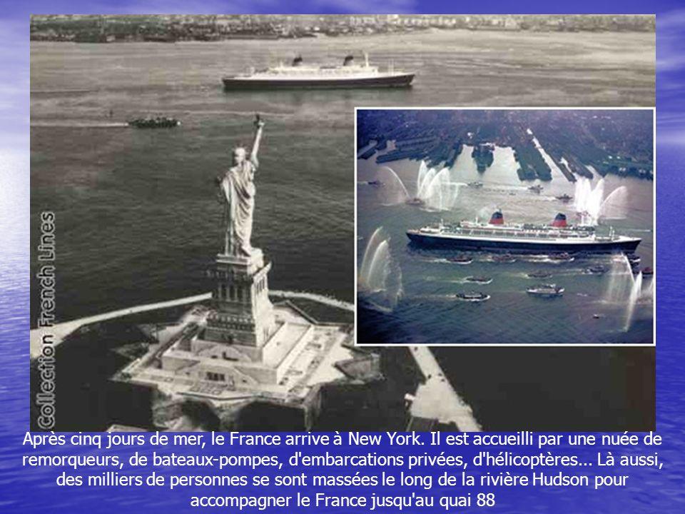 La première traversée transatlantique entre Le Havre et New York commence le 3 février 1962 avec plus de 1 800 passagers à bord. Dans la ville normand