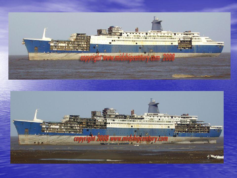A l'heure actuelle, l'un des fleurons de la construction navale française est en train d'être découpé en Inde