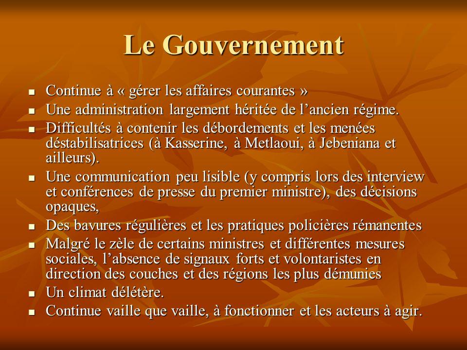 Le Gouvernement Continue à « gérer les affaires courantes » Continue à « gérer les affaires courantes » Une administration largement héritée de lancie