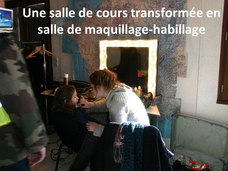 Une salle de cours transformée en salle de maquillage-habillage