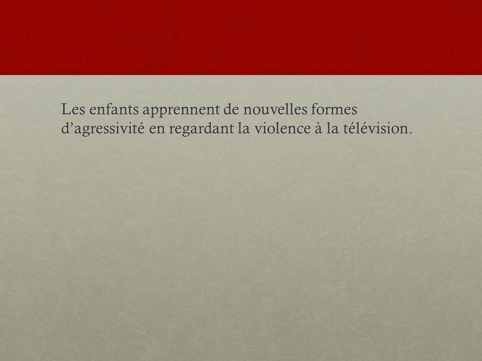 Les enfants apprennent de nouvelles formes dagressivité en regardant la violence à la télévision.
