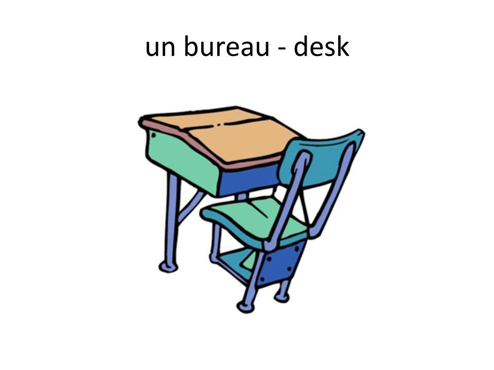 un bureau - desk