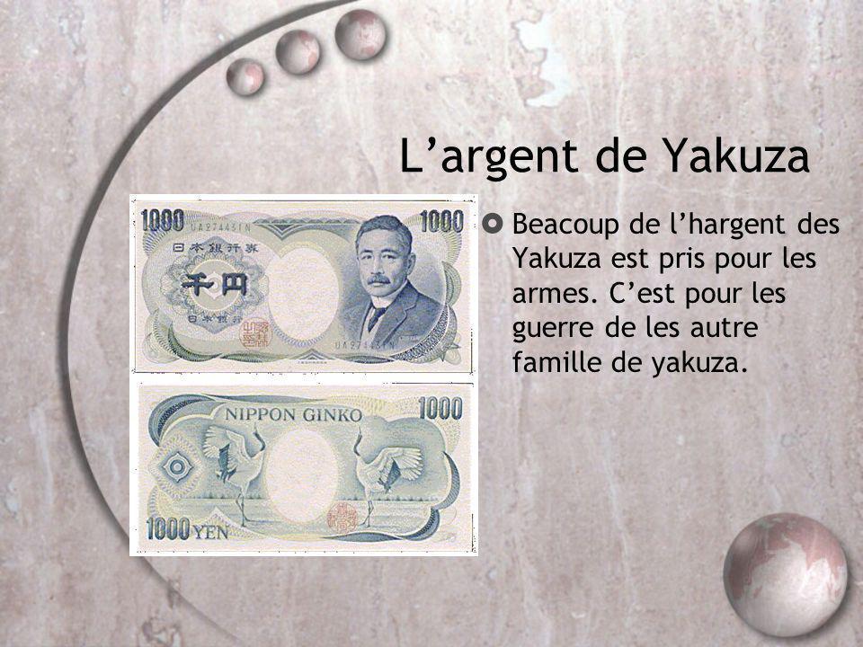 Largent de Yakuza Beacoup de lhargent des Yakuza est pris pour les armes. Cest pour les guerre de les autre famille de yakuza.