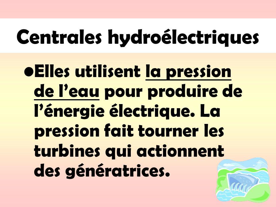 Centrales hydroélectriques Elles utilisent la pression de leau pour produire de lénergie électrique. La pression fait tourner les turbines qui actionn