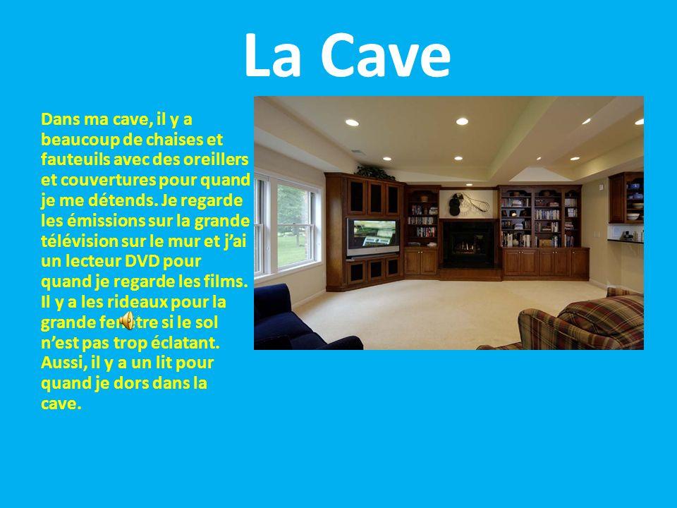 La Cave Dans ma cave, il y a beaucoup de chaises et fauteuils avec des oreillers et couvertures pour quand je me détends.