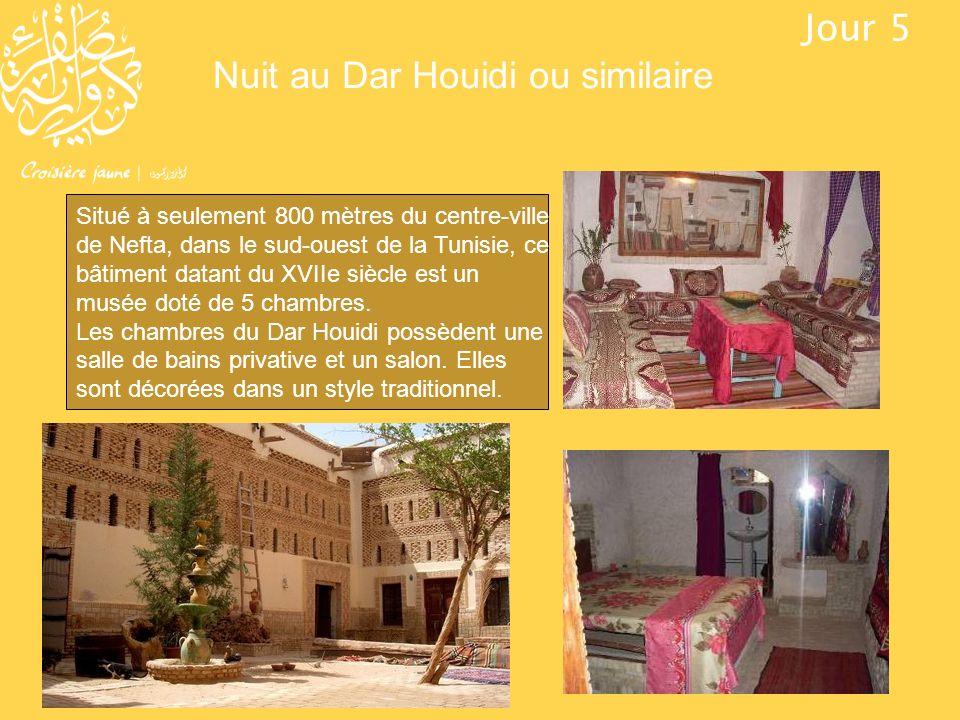 Nuit au Dar Houidi ou similaire Jour 5 Situé à seulement 800 mètres du centre-ville de Nefta, dans le sud-ouest de la Tunisie, ce bâtiment datant du X