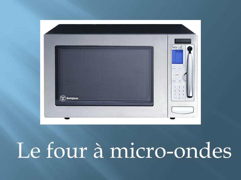 Le four à micro-ondes