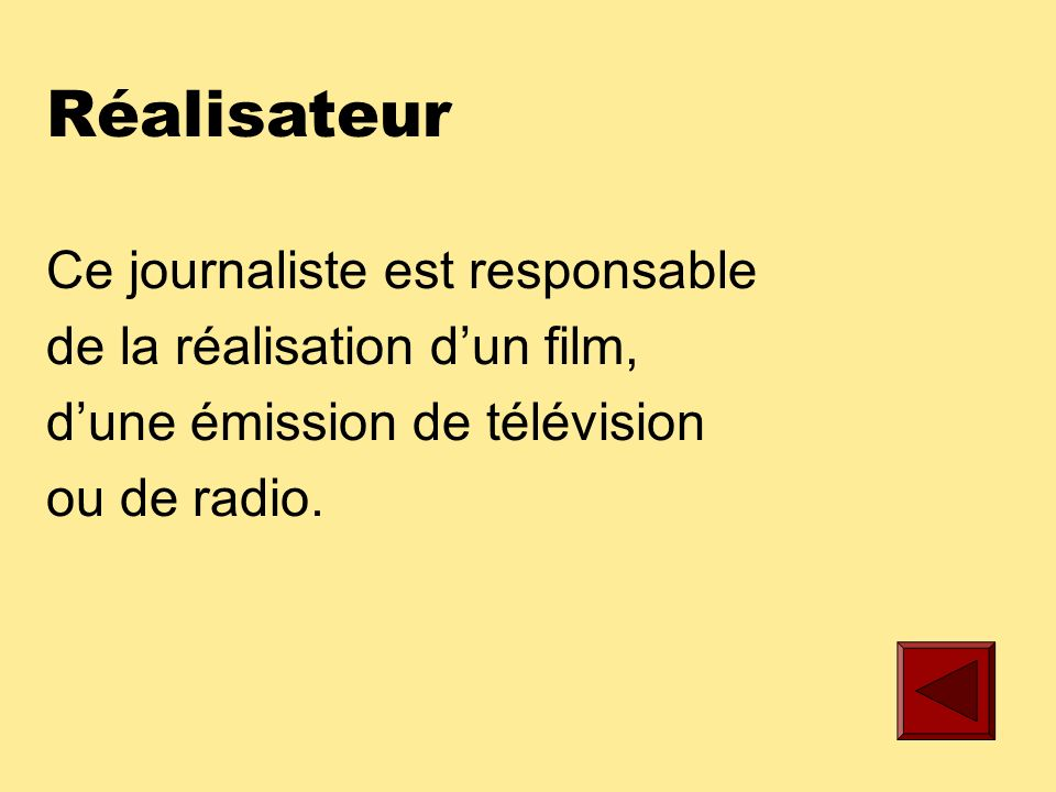 Lecteur de nouvelles Ce journaliste présente le bulletin télévisé de nouvelles.