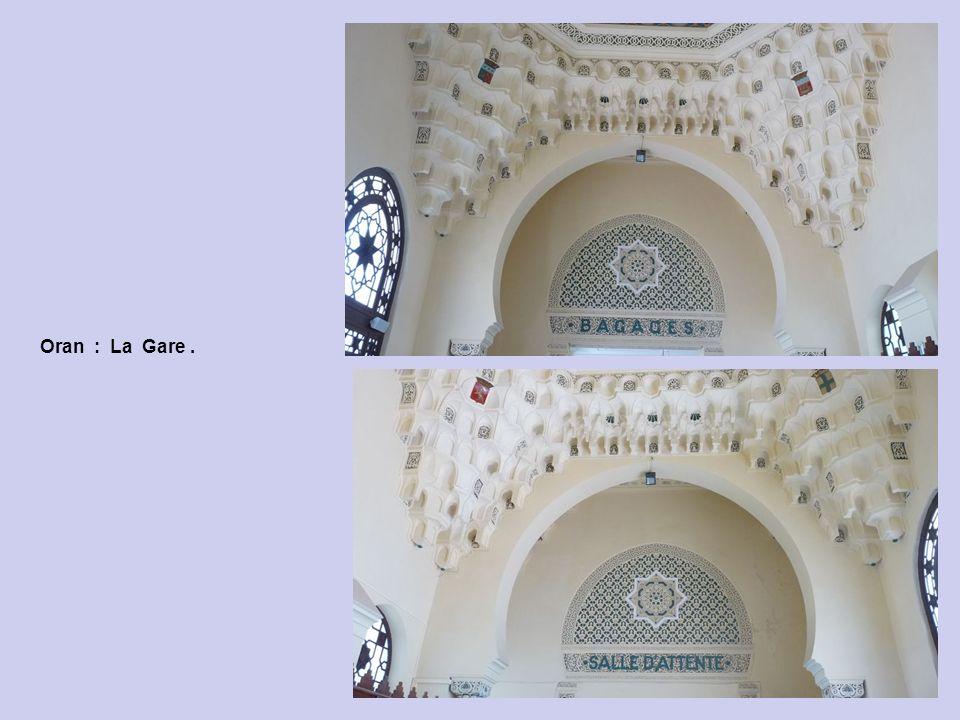 Oran : La Gare : Le Plafond et Guichet Renseignements